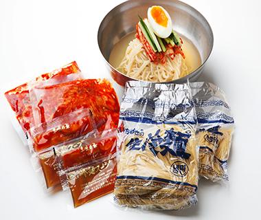 冷麺2食とスープが付いたお得セット