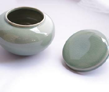 青磁製キムチの壺